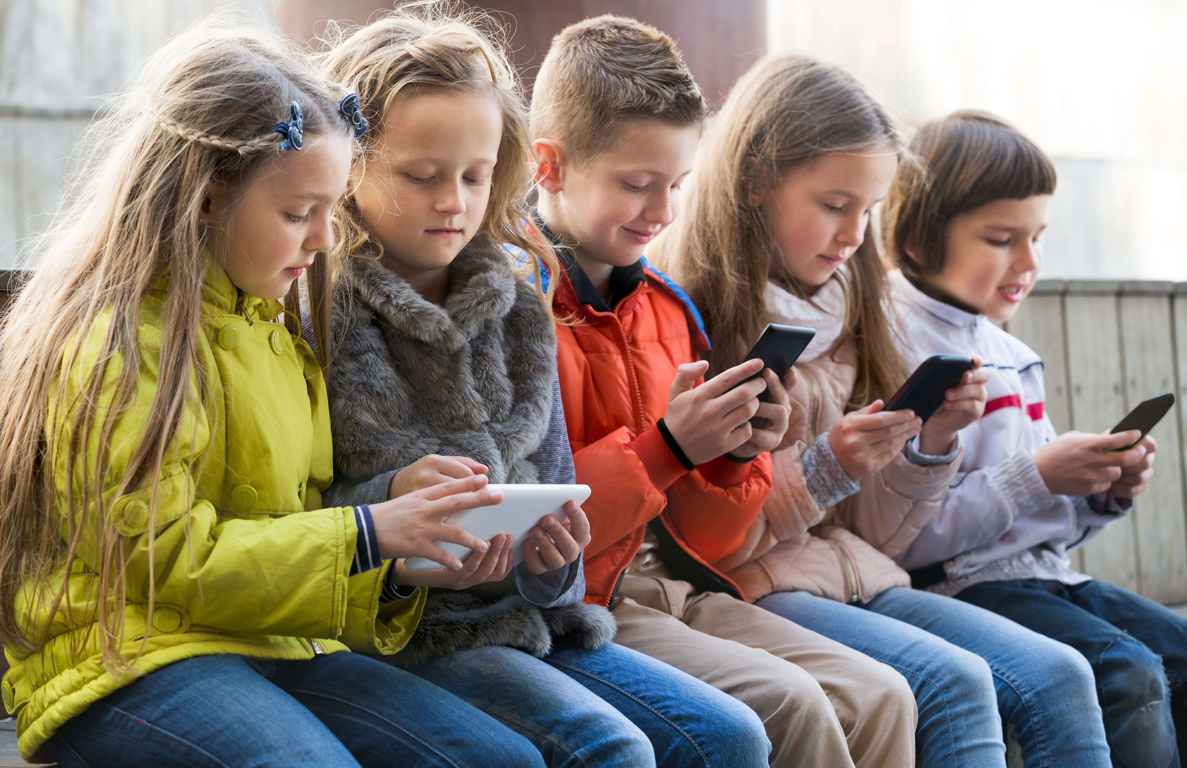 children phone bilaketarekin bat datozen irudiak